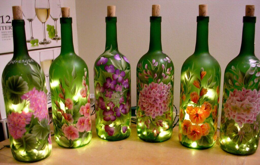 Как украсить стеклянные бутылки своими руками?